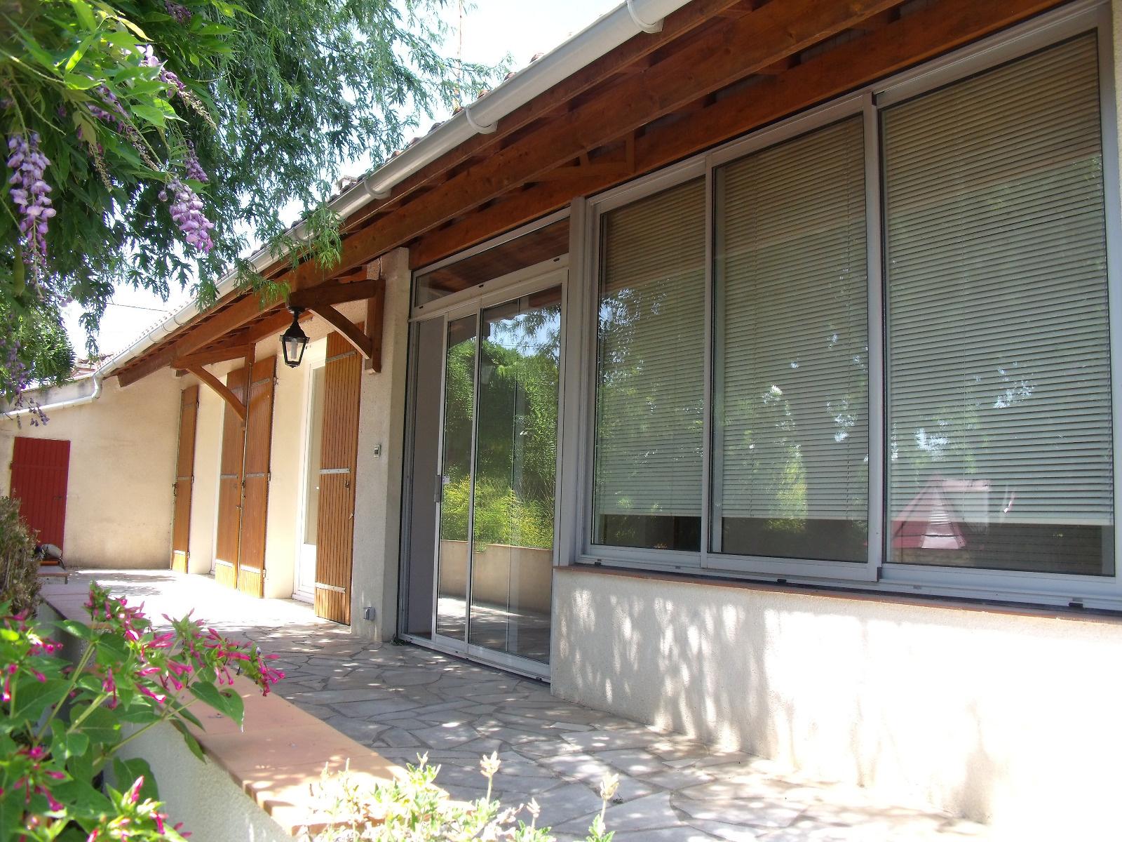 Vente maison semi enterree avec jardin clos for Jardin clos